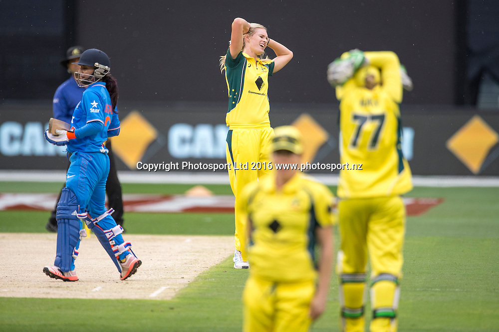 Australian players rue a missed opportunity of Indian Captain Mithali Raj during the Women's Twenty20 match between Australia and India at the MCG in Melbourne, Australia. Friday 29 January 2016. Copyright photo: Raghavan Venugopal / www.photosport.nz