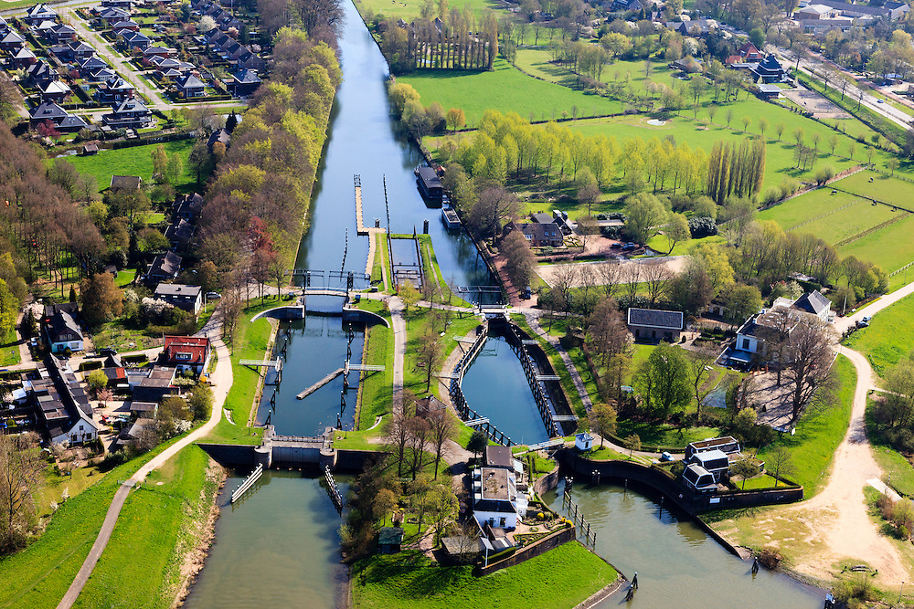Nederland, Overijssel, Zwolle, 01-05-2013; Katerveer met Katerveersluis. Ingang Willemsvaart - historische verbinding tussen de IJssel en Zwolle.<br /> Katerveer lock. Willemsvaart Entrance (channel) - historical connection between the river IJssel and the city of Zwolle.<br /> <br /> luchtfoto (toeslag op standard tarieven);<br /> aerial photo (additional fee required);<br /> copyright foto/photo Siebe Swart