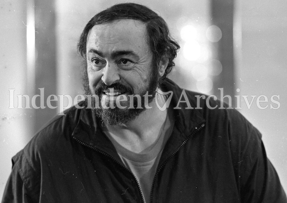 World famous tenor Luciano Pavarotti at a press conference in the Westbury hotel in Dublin, 02/04/1990 (Part of the Independent Newspapers Ireland/NLI Collection).
