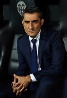 VALENCIA, SPAIN - OCTOBER 07:  Ernesto Valverde, Manager of Barcelona looks on prior to the La Liga match between Valencia CF and FC Barcelona at Estadio Mestalla on October 7, 2018 in Valencia, Spain.  (Photo by Manuel Queimadelos Alonso/Getty Images)