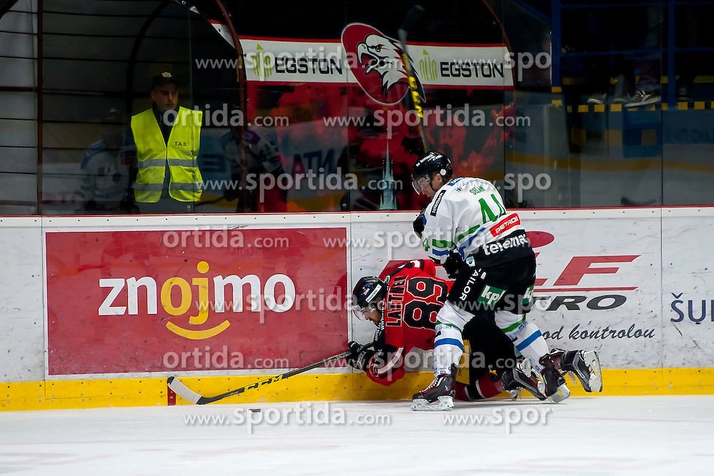 04.10.2015, Ice Rink, Znojmo, CZE, EBEL, HC Orli Znojmo vs HDD TELEMACH Olimpija Ljubljana, 8. Runde, im Bild v.l. v.l. Jan Lattner (HC Orli Znojmo) Maks Selan (HDD TELEMACH Olimpija Ljubljana) // during the Erste Bank Icehockey League 8th round match between HC Orli Znojmo and Moser Medical Graz 99ers at the Ice Rink in Znojmo, Czech Republic on 2015/10/04. EXPA Pictures © 2015, PhotoCredit: EXPA/ Rostislav Pfeffer