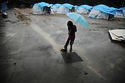 Onagawa - Village de tentes - Juin 2011<br /> Le village de tentes fut installé par larmée dès les premiers jours pour désengorger les salles de sport largement surchargées. La répartition de ces logements vers les familles cest faite au hasard. Le climat nest pas toujours favorable, mais la plupart sont satisfaits car le gain en intimité est considérable. .Toutefois, tous sont en attente de meilleurs logements.
