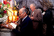 Lazzeretti's followers during the august celebretions inside the Monte Labro's grotto