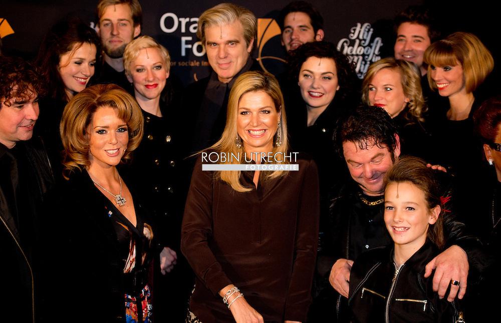 AMSTERDAM- Koningin Maxima DeLaMar theater in Amsterdam voor de voorstelling  Hij gelooft in Mij  samen hoofsrolspelers Chantal Janzen en Martijn Fischer. COPYRIGHT ROBIN UTRECHT