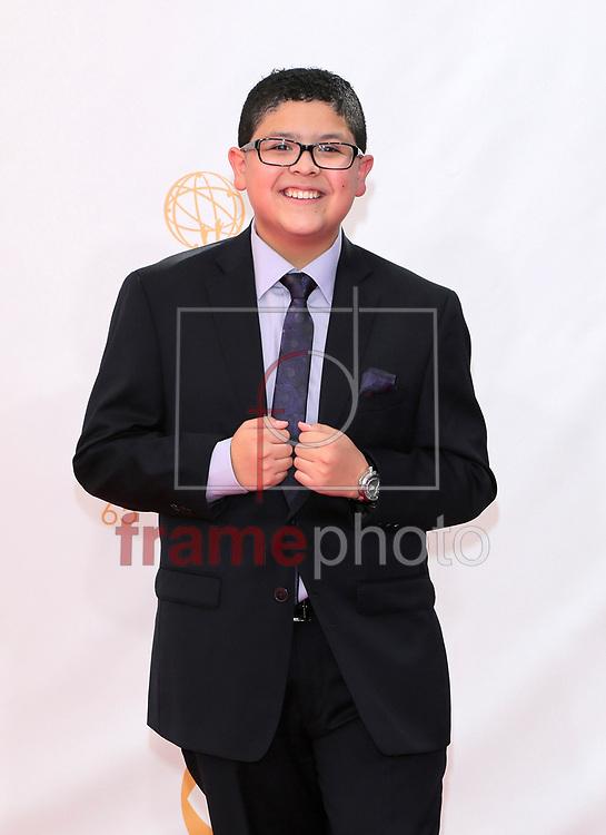 """*BRAZIL ONLY *ATENÇÃO EDITOR, IMAGEM EMBARGADA PARA VEÍCULOS INTERNACIONAIS* wenn20690476 - Los Angeles, EUA - 22//09/2013 - Rico Rodriguez chegam para a cerimônia de entrega do 65o Emmy Awards, considerado o """"Oscar da televião"""", realizado na tarde de hoje (22/09) no Nokia Theatre L.A., em Los Angeles, EUA. Foto: Adriana M. Barraza/Wenn/Frame"""