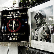 On the evening of April 25, 1945, after the complete defeat of German-Italian army in northern Italy, Benito Mussolini left Milan after having tried in vain to treat the surrender. The escape attempt ended April 27 with the capture of Duce by partisans in Dongo, on Como Lake. The next day, the founder of Fascism was conducted a few miles away at the gates of Villa Belmonte in Giulino Mezzegra where he was shot along with his lover Claretta Petacci. <br /> Each year, the last Sunday of April held a ceremony commemorating the execution of Mussolini. An &quot;army&quot; of about 400 nostalgic is welcomed by the inhabitants of the small town with a mixture of fatalism and indifference.