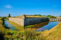 France, Manche (50), Cotentin, Saint-Vaast-la-Hougue, les fortifications de la Hougue édifiées par Vauban sont classées au Patrimoine Mondial de l'UNESCO, la tour dite tour Vauban // France, Normandy, Manche department, Cotentin, Saint-Vaast-la-Hougue, the fortifications of the Hougue built by Vauban are classified as World Heritage by UNESCO, the so-called Vauban tower