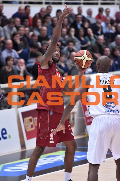 DESCRIZIONE : Campionato 2014/15 Serie A Beko Dolomiti Energia Aquila Trento - Umana Reyer Venezia<br /> GIOCATORE : Julyan Stone<br /> CATEGORIA : Palleggio Mani<br /> SQUADRA : Umana Reyer Venezia<br /> EVENTO : LegaBasket Serie A Beko 2014/2015<br /> GARA : Dolomiti Energia Aquila Trento - Umana Reyer Venezia<br /> DATA : 26/12/2014<br /> SPORT : Pallacanestro <br /> AUTORE : Agenzia Ciamillo-Castoria/GiulioCiamillo<br /> Galleria : LegaBasket Serie A Beko 2014/2015