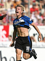 1:1 Jubel durch Artur Wichniarek Bielefeld<br /> Bundesliga Arminia Bielefeld - FC Bayern Muenchen<br /> Bayern München<br /> Norway only