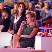 NLD/Hilversum/20130202 - 6de liveshow Sterren Dansen op het IJs 2013, Tess Milne en coach Minoesch Jorissen