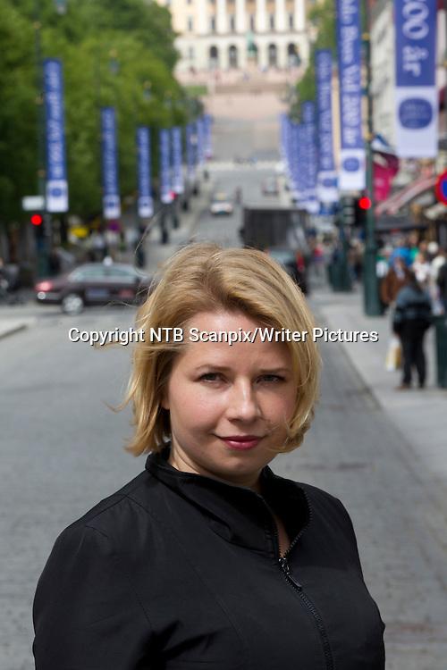 Oslo  20110524. Man kan si mye rart om Tonje R&macr;ed nye romanskikkelse. Men forfatteren selv mener Emma hovedpersonen i hennes roman &quot;Skj&macr;nne utsikter&quot; leker katt og mus med v&Acirc;r sympati i sin nye roman som utkommer fra Forlaget Oktober. <br /> Foto: Morten Holm / Scanpix<br /> <br /> NTB Scanpix/Writer Pictures<br /> <br /> WORLD RIGHTS, DIRECT SALES ONLY, NO AGENCY