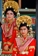Dancers in national dress and ornate head-dresses  in Indonesia RESERVED USE - NOT FOR DOWNLOAD -  FOR USE CONTACT TIM GRAHAM