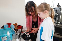 20180214 NED: BvdGF Kickboks clinic Remy Bonjasky: Almere<br />Kinderen deden actief mee aan de kickboks clinic van Remy Bonjasky<br />&copy;2018-FotoHoogendoorn.nl / Pim Waslander