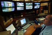 Nederland, Nijmegen, 16-7-2005..Nacht portier in het UMC-Radboud. Veiligheid,..slaapritme...Nightshift, nightporter at hospital..Foto: Flip Franssen/Hollandse Hoogte