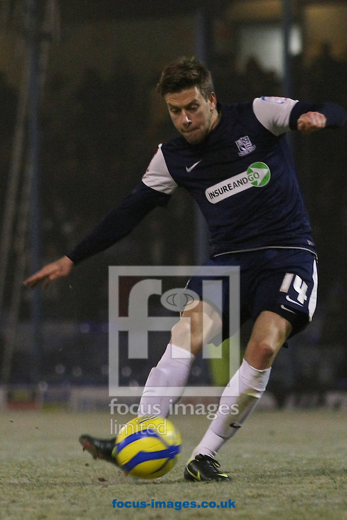 Picture by David Horn/Focus Images Ltd +44 7545 970036.11/12/2012 .Kevan Hurst of Southend United takes a penalty during the The FA Cup match at Roots Hall, Southend.