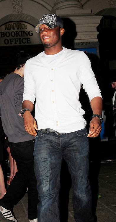 30.MAY.2009 - LONDON<br /> <br /> SALOMAN KALOU LEAVING MOVIDA NIGHT CLUB AT 4.00AM.<br /> <br /> BYLINE MUST READ : EDBIMAGEARCHIVE.COM<br /> <br /> *THIS IMAGE IS STRICTLY FOR UK NEWSPAPERS &amp; MAGAZINES ONLY* <br /> *FOR WORLDWIDE SALES OR WEB USE PLEASE CONTACT EDBIMAGEARCHIVE - 0208 954-5968*