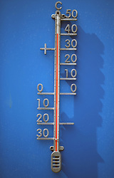 General view of a courtside thermometer reading 40 degrees celsius during day three of the 2017 AEGON Championships at The Queen's Club, London.