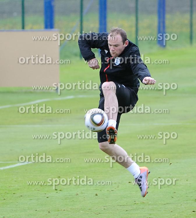 19.05.2010, Arena, Irdning, AUT, FIFA Worldcup Vorbereitung, Training England, im Bild Wayne Rooney bei der Ballannahme, EXPA Pictures © 2010, PhotoCredit: EXPA/ S. Zangrando / SPORTIDA PHOTO AGENCY