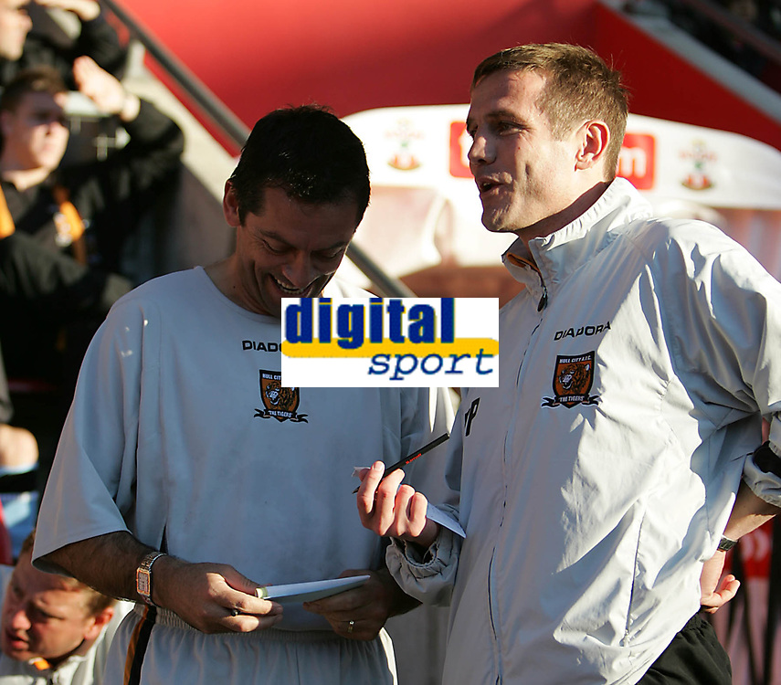 Photo: Lee Earle.<br /> Southampton v Hull City. Coca Cola Championship. 04/11/2006. Hull manager Phil Parkinson (R) chats to coach Phil Brown prior to kick-off.