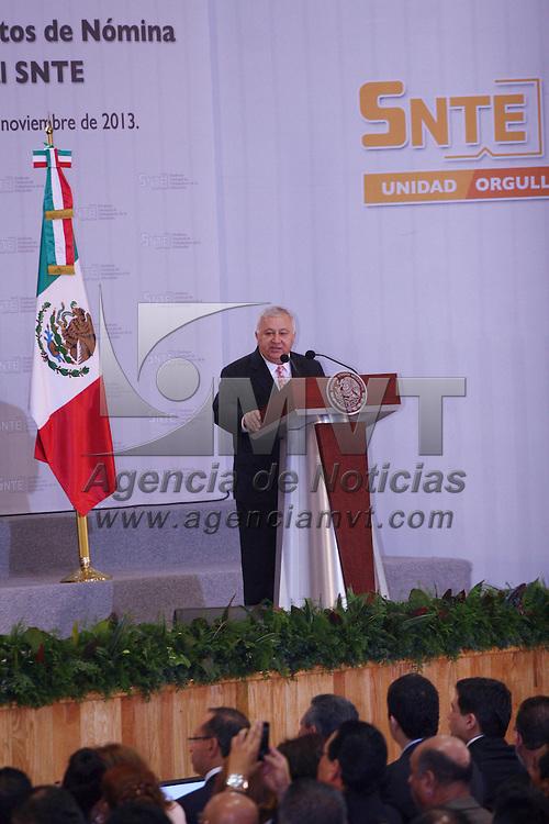 Zinacantepec, México.- Emilio Chuayffet Chemor, secretario de Educación durante la puesta en marcha del Programa de Refinanciamiento de Créditos de Nómina para Trabajadores de la Educación Afiliados al SNTE. Agencia MVT / José Hernández
