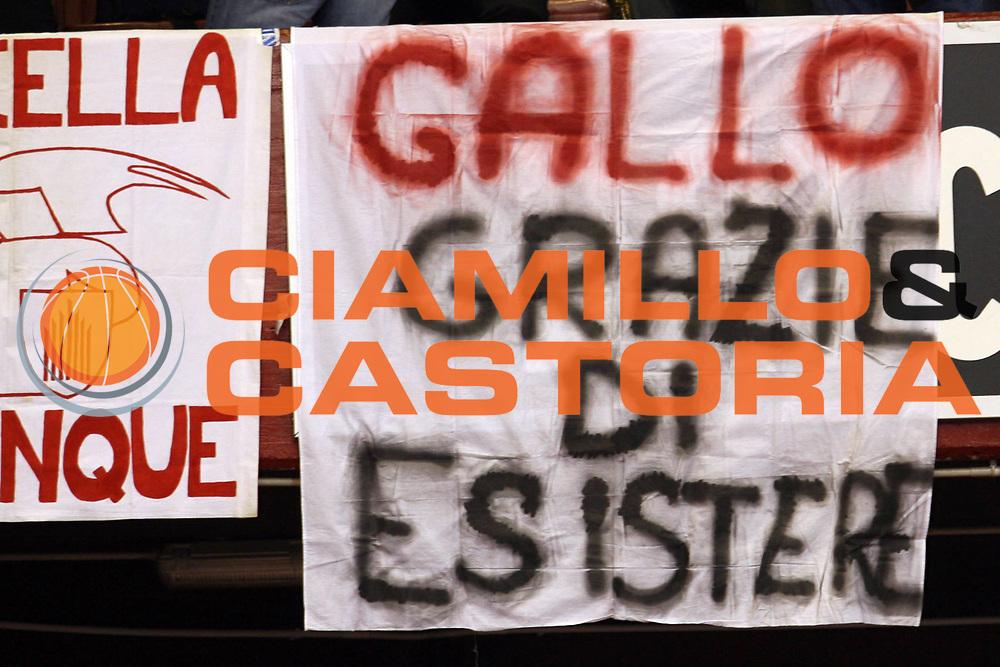 DESCRIZIONE : Milano Lega A1 2007-08 Armani Jeans Milano Upim Fortitudo Bologna<br /> GIOCATORE : Tifosi Danilo Gallinari<br /> SQUADRA : Armani Jeans Milano<br /> EVENTO : Campionato Lega A1 2007-2008<br /> GARA : Armani Jeans Milano Upim Fortitudo Bologna<br /> DATA : 27/04/2008<br /> CATEGORIA :<br /> SPORT : Pallacanestro<br /> AUTORE : Agenzia Ciamillo-Castoria/S.Ceretti