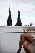 Nederland, Cuijk, 9-10-2013Dorpsbeeld van dit stadje, dorp in Noord Limburg. Het kwam in het nieuws vanwege de zedendelinquent Frank R., die 300 meisjes via internet, waarvan sommigen fysiek, seksueel misbruikte. Er is veel mediaaandacht, ook uit belgie, vlaanderen. Kar van een marktkraam tegen de achtergrond van de karakteristieke torens van de katholieke kerk.Foto: Flip Franssen/Hollandse Hoogte