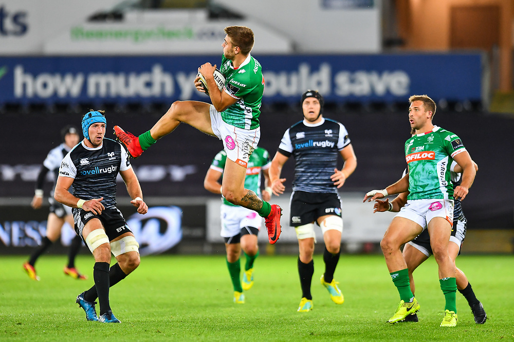 Luca Sperandio of Benetton Treviso takes the high ball<br /> <br /> Photographer Craig Thomas/Replay Images<br /> <br /> Guinness PRO14 Round 4 - Ospreys v Benetton Treviso - Saturday 22nd September 2018 - Liberty Stadium - Swansea<br /> <br /> World Copyright © Replay Images . All rights reserved. info@replayimages.co.uk - http://replayimages.co.uk