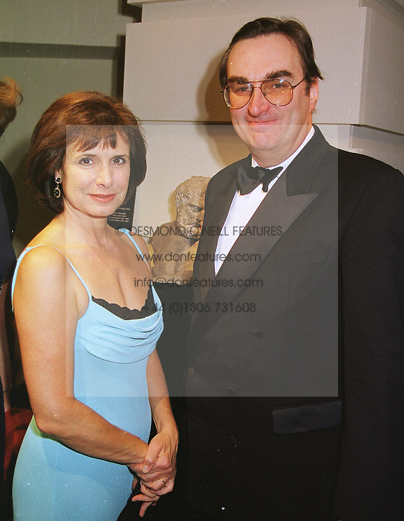 SIR BROOKE & LADY BOOTHBY at a gala evening in London on 9th June 1999.<br /> MSZ 97