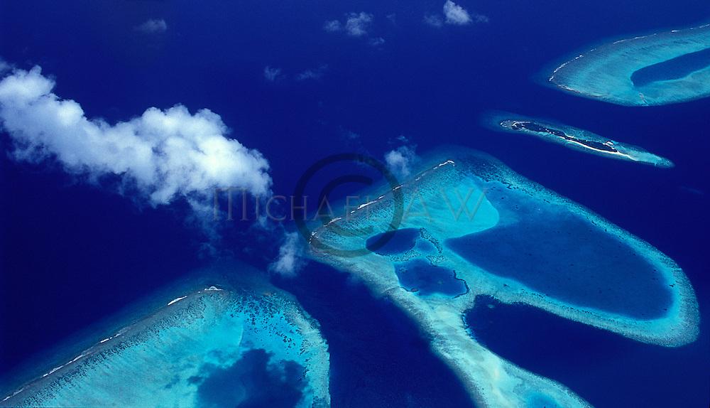 Atoll channel, Maldives, atolls, islands, tropics, sea life, fish life, holiday, lifestyle, Indian Ocean, blue sky, lagoon, coral reefs