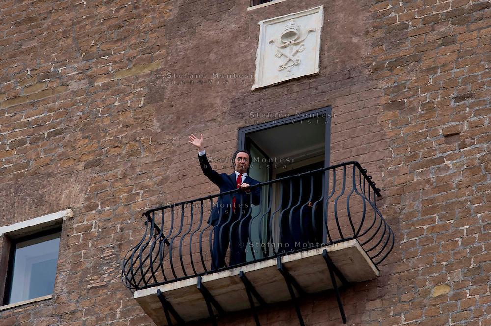 """Roma 14 Marzo 2014<br /> Paolo Sorrentino in Campidoglio per ricevere la cittadinanza onoraria  dopo che  il film da lui diretto  """"La Grande Bellezza"""" ha vinto l'Oscar per il miglior film straniero alla 86a cerimonia degli Academy Awards di Hollywood . Paolo Sorrentino  sul balcone dell'ufficio del sindaco di Roma<br /> Rome March 14, 2014<br /> Paolo Sorrentino on Capitol Hill to rhonorary Citizenship of Rome after that  Sorrentino's movie""""The Great Beauty"""" won the Oscar for Best Foreign Language Film at the 86th Academy Awards ceremony in Hollywood. Italian director Paolo Sorrentino at the balcony of Mayor's office, before receiving the Honorary Citizenship of Rome in Campidoglio Palace"""