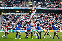 Japan Lock Luke Thompson wins a lineout - Mandatory byline: Rogan Thomson/JMP - 07966 386802 - 03/10/2015 - RUGBY UNION - Stadium:mk - Milton Keynes, England - Samoa v Japan - Rugby World Cup 2015 Pool B.