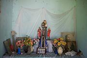Codo_MA, Brasil...Comunidade Santo Antonio dos Pretos, remanescente de Quilombola. Na foto Altar com santos da igreja catolica.. .The  Santo Antonio dos Pretos community, in this photo many saints...Foto: LEO DRUMOND / NITRO