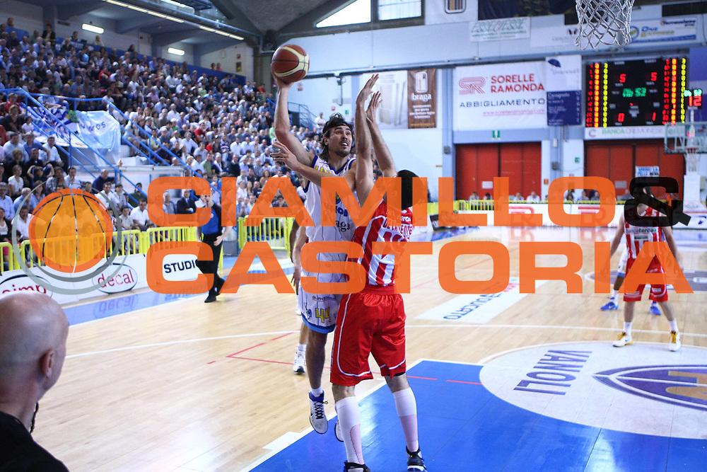 DESCRIZIONE : Cremona Lega A 2010-2011 Vanoli Braga Cremona Banca Tercas Teramo<br />GIOCATORE : Artur Drozdov<br />SQUADRA : Vanoli Braga Cremona<br />EVENTO : Campionato Lega A 2010-2011<br />GARA : Vanoli Braga Cremona Banca Tercas Teramo<br />DATA : 01/05/2011<br />CATEGORIA : Tiro<br />SPORT : Pallacanestro<br />AUTORE : Agenzia Ciamillo-Castoria/F.Zovadelli<br />GALLERIA : Lega Basket A 2010-2011<br />FOTONOTIZIA : Cremona Campionato Italiano Lega A 2010-11 Vanoli Braga Cremona Banca Tercas Teramo<br />PREDEFINITA :