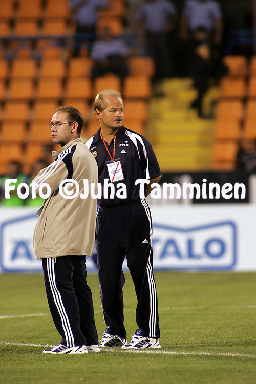 08.09.2004, Republica Stadium, Erevan, Armenia..FIFA World Cup 2006 Qualifying Match, .Armenia v Finland.Coach Antti Muurinen (right) and assistant Tuomo Saarnio (Finland) on the pitch before the match.©Juha Tamminen.....ARK:k