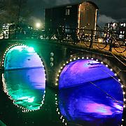 NLD/Amsterdam/20110103 - Amsterdam bij nacht, verlichte brug