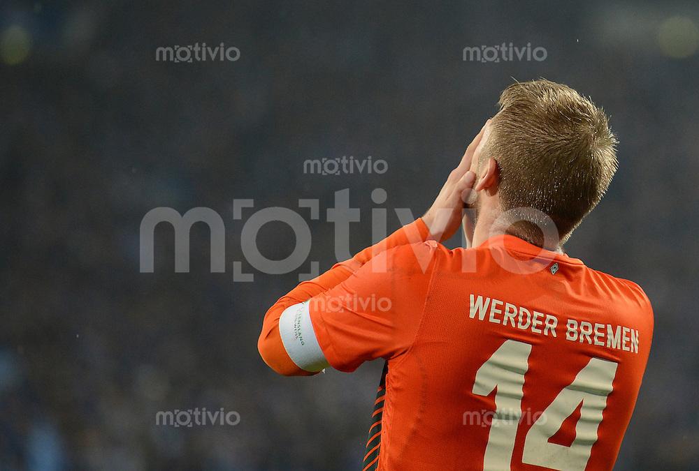FUSSBALL   1. BUNDESLIGA    SAISON 2012/2013    11. Spieltag   FC Schalke - 04 Werder Bremen                              10.11.2012 Aaron Hunt (SV Werder Bremen) ist enttaeuscht