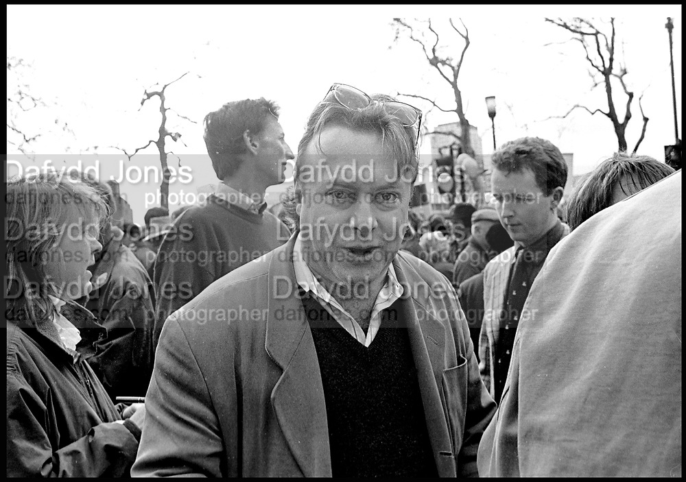 Christopher Hitchens. Countryside Rally again the proposed law to ban hunting. London. 1998. SUPPLIED FOR ONE-TIME USE ONLY> DO NOT ARCHIVE. © Copyright Photograph by Dafydd Jones 248 Clapham Rd.  London SW90PZ Tel 020 7820 0771 www.dafjones.com