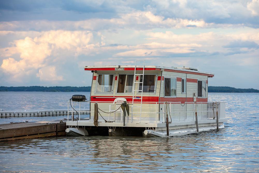 https://Duncan.co/vintage-houseboat