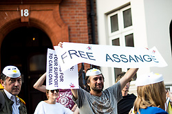 July 31, 2018 - London, United Kingdom - A protester seen holding a banner reads '' Free Assange'' during the demonstration..A group of Catalans, migrants and tourist, gather at the Ecuador Embassy in London to show support and give thanks to Assange for support and help in Catalan's Referendum last year..Mr Assange, 47, has been living in Ecuador's London embassy since 2012 when he was granted political asylum. Ecuador's President Lenin Moreno said on Friday that he was never ''in favour'' of Mr Assange's activities, and that both sides were in permanent contact. (Credit Image: © Brais G. Rouco/SOPA Images via ZUMA Wire)