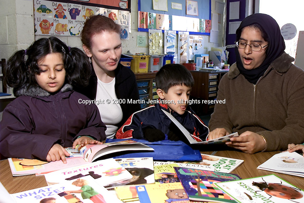 Michelle Butterworth, Deeplish Reading Partnership Project Rochdale....© Martin Jenkinson, tel 0114 258 6808 mobile 07831 189363 email martin@pressphotos.co.uk. Copyright Designs & Patents Act 1988, moral rights asserted credit required. No part of this photo to be stored, reproduced, manipulated or transmitted to third parties by any means without prior written permission