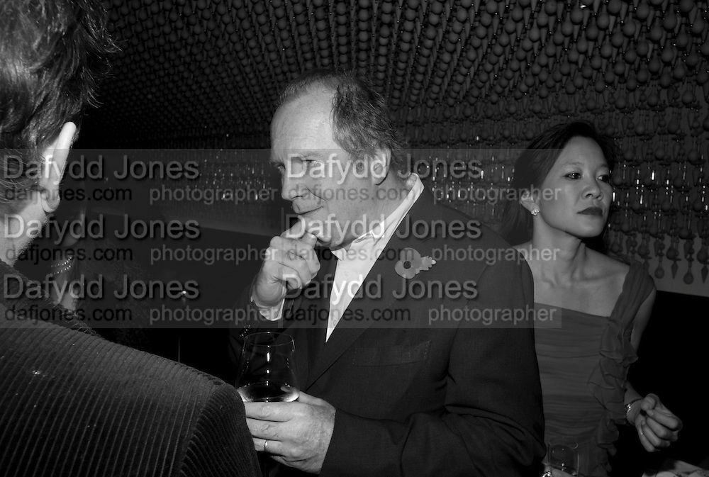 WILLIAM BOYD, Launch of Nicky Haslam's book Redeeming Features. Aqua Nueva. 5th floor. 240 Regent St. London W1.  5 November 2009.  *** Local Caption *** -DO NOT ARCHIVE-© Copyright Photograph by Dafydd Jones. 248 Clapham Rd. London SW9 0PZ. Tel 0207 820 0771. www.dafjones.com.<br /> WILLIAM BOYD, Launch of Nicky Haslam's book Redeeming Features. Aqua Nueva. 5th floor. 240 Regent St. London W1.  5 November 2009.