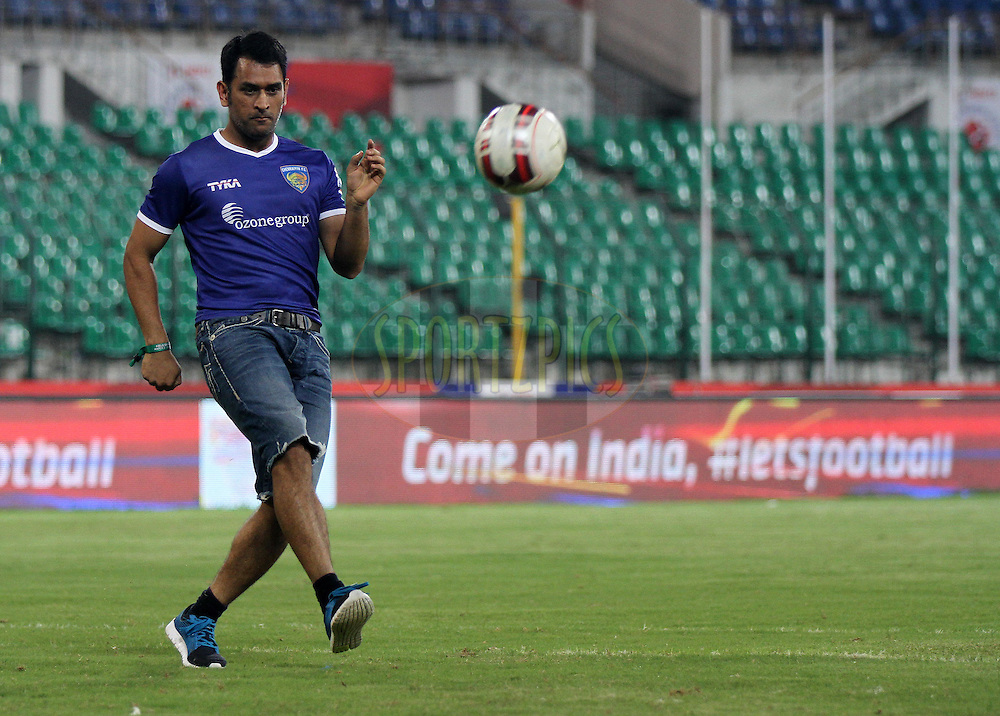 Chennaiyin FC co owner and Indian cricket captain MS Dhoni play a game of football after the match 15 of the Hero Indian Super League between Chennaiyin FC and Mumbai City FC held at the Jawaharlal Nehru Stadium, Chennai, India on the 28th October 2014.<br /> <br /> Photo by:  Vipin Pawar/ ISL/ SPORTZPICS