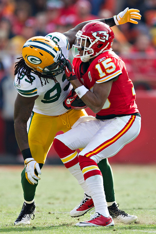 KANSAS CITY, MO - DECEMBER 18:   Steve Breaston #20 of the Kansas City Chiefs runs into Erick Walden #93 of the Green Bay Packers at Arrowhead Stadium on December 18, 2011 in Kansas CIty, Missouri.  The Chiefs defeated the Packers 19-14.   (Photo by Wesley Hitt/Getty Images) *** Local Caption *** Steve Breaston; Erick Walden