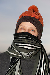 16.19.2010, Feature, im Bild eine Frau die sich zum Schutz vor der Kälte und den frostigen Temperaturen mit Haube, Schal und Handschuhen eingemummt hat, EXPA Pictures © 2010, PhotoCredit: EXPA/ Erwin Scheriau