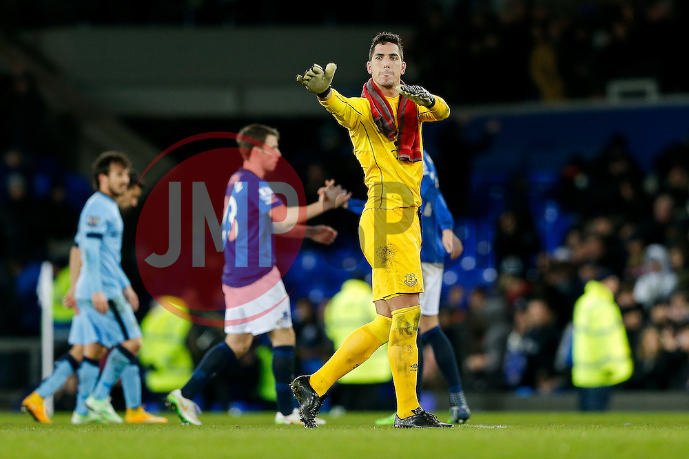 Joel Robles of Everton thanks the home fans after the match ends in a 1-1 draw - Photo mandatory by-line: Rogan Thomson/JMP - 07966 386802 - 10/01/2015 - SPORT - FOOTBALL - Liverpool, England - Goodison Park - Everton v Manchester City - Barclays Premier League.