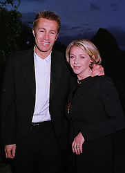 Footballer LEE CHAPMAN and his wife actress LESLEY ASH, at a party in London on 5th June 1999.MSX 149