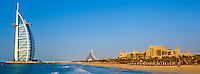 Emirats Arabes Unis, Dubai, Jumeirah beach, hotel Mina A'Salam Madinat Jumeirah avec vue sur l hotel Burj Al Arab // United Arab Emirates, Dubai, Jumeira beach, Hotel Mina A'Salam Madinat Jumeirah with View of Burj Al Arab hotel