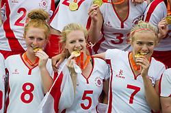 30-06-2012 LACROSSE: EUROPEES KAMPIOENSCHAP ENGELAND - WALES: AMSTERDAM<br /> (L-R) Team England with gold medals, 8 Charlotte Lytollis, 5 Ruby Smith, 7 Annie Hiliier ENG. England wins the gold medal match against Wales<br /> ©2012-FotoHoogendoorn.nl / Peter Schalk