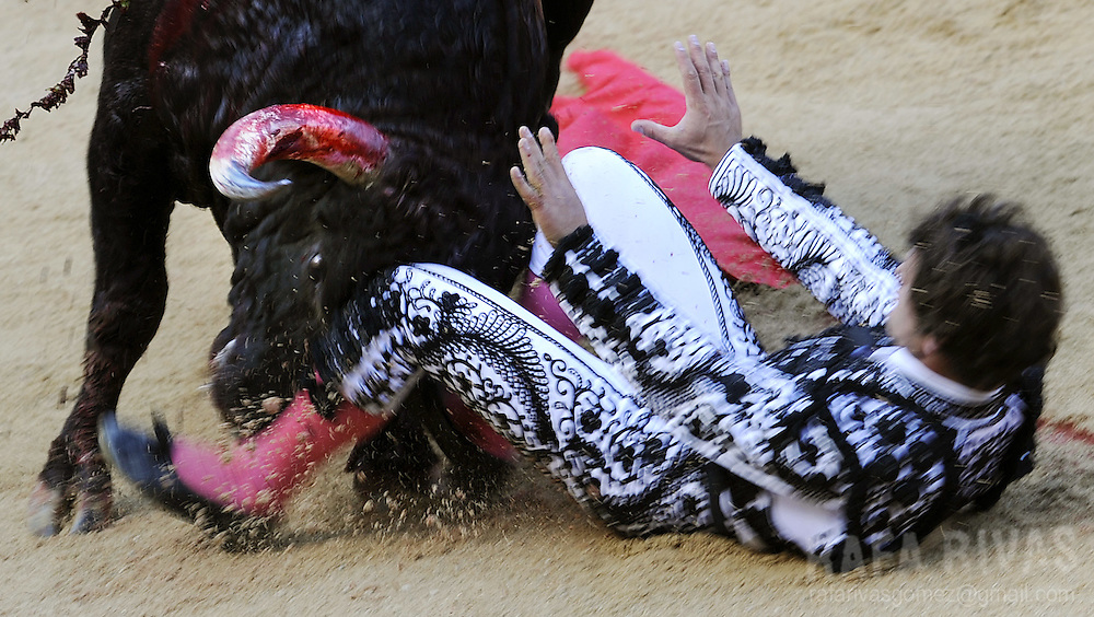Spanish matador Miguel Abellan falls in front of his first Conde de la Corte fighting bull during the first corrida of the San Fermin festivities, on July 7, 2008, in Pamplona, northern Spain.