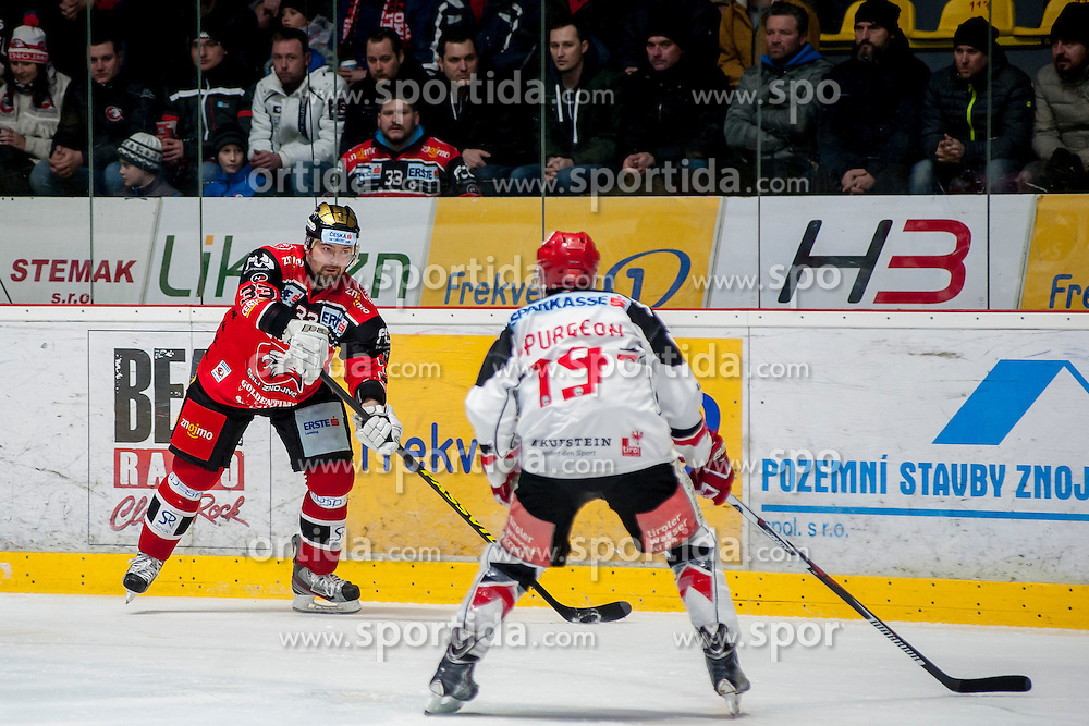 30.10.2016, Ice Rink, Znojmo, CZE, EBEL, HC Orli Znojmo vs HC TWK Innsbruck Die Haie, 40. Runde, im Bild v.l. Peter Pucher (HC Orli Znojmo) Tyler Spurgeon (HC TWK Innsbruck) // during the Erste Bank Icehockey League 40th round match between HC Orli Znojmo and HC TWK Innsbruck Die Haie at the Ice Rink in Znojmo, Czech Republic on 2016/10/30. EXPA Pictures © 2017, PhotoCredit: EXPA/ Rostislav Pfeffer